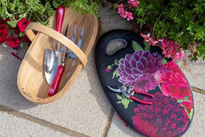 The Gifts For Gardeners Trowl, Kneel pad, and gloves in the British Bloom design